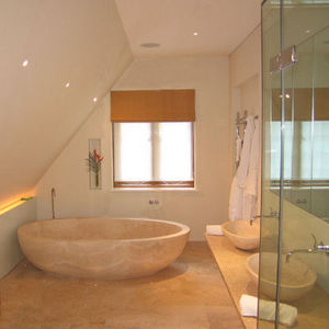 Margaret Sheridan - a limestone bathroom in london - Cuarto De Baño