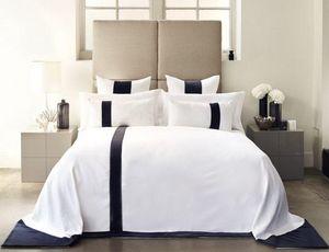 Kelly Hoppen - monochrome bedroom - Parure Lenzuola