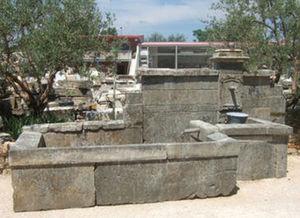 LES MEMOIRES D' ADRIEN - fontaine ancienne murale - Fontana A Muro