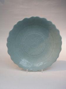 PAUL CHAMPKINS - chinese pale celadon minyao porcelain dish - Piatto Decorativo