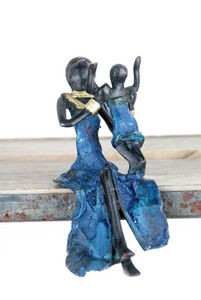 Bronzes d'Afrique - small seated woman - Scultura
